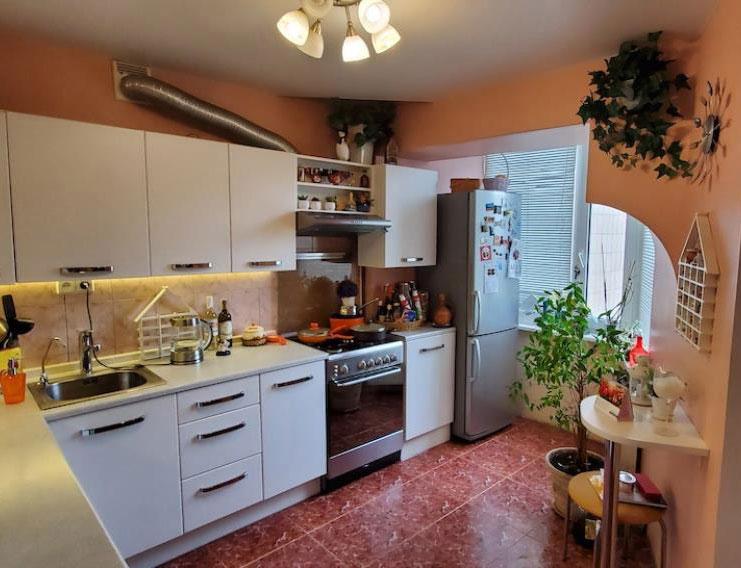 Продажа 4 четырехкомнатная квартира на Оболони на улица Приречная Киев. Агентство недвижимости