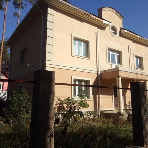 Продажа коттеджный дом в лесной части Ирпеня рядом с лесом. Агентство недвижимости