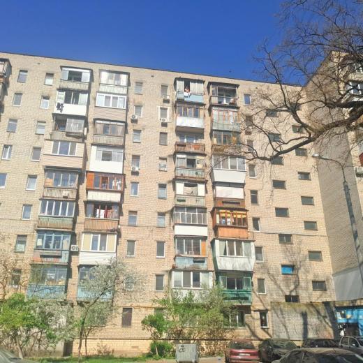 Продажа 1 однокомнатная квартира гостинка на Виноградаре Киев. Агентство недвижимости