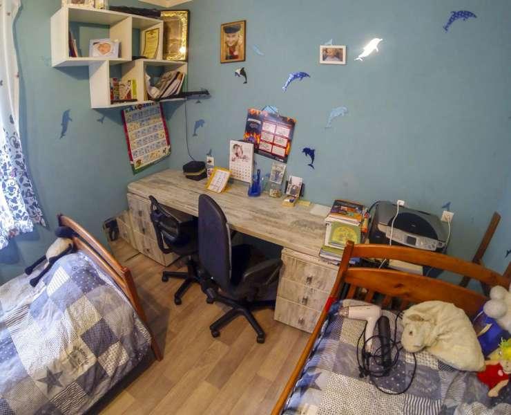 Продажа 3 трехкомнатная квартира в теплом кирпичном доме улица Симиренко Киев. Агентство недвижимости